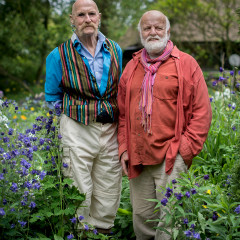 <strong>Frans Payralbe en Cees Twisk in hun tuin</strong>