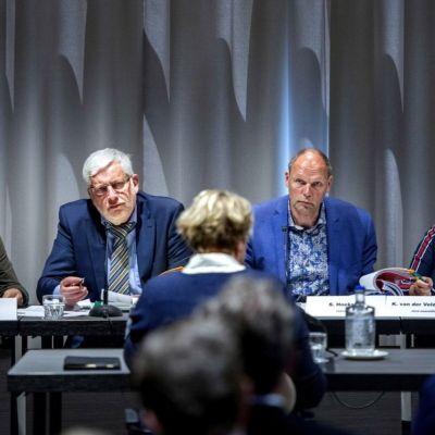 <strong>Raadsenquêtecommissie</strong><br><p>Oud wethouder Marja Krans zit tegenover de raadsenquêtecommissie na aanleiding van de verbouwing van de Lawei - Drachten</p>