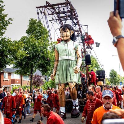 <strong>Het meisje</strong><br><p>De Reuzen van Royal de Luxe - Leeuwarden</p>
