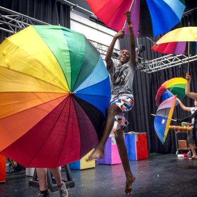 <strong>Kleuryk</strong><br><p>Theaterproject tussen scholen uit Drachten en Gobabis</p>