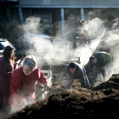 <strong>Compost</strong><br><p>Inwoners van Smallingerland halen gratis compost bij de gemeentewerf - Drachten</p>