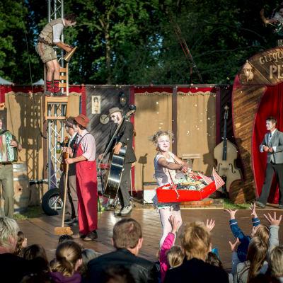 <strong>cirque du platzak - kermiz</strong><br><p>Tijdens Simmerdeis Festival</p>